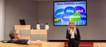 Paz Martín en la jornada acerca de los nuevos dominios GTLD en Pamplona